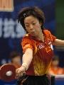 图文:中国女乒热身赛冷门迭出 张怡宁在比赛中