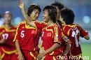 图文:[女足]中国VS明星联队 韩端笑逐颜开