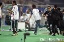 图文:[女足]中国VS明星联队 球迷冲入球场