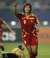 图文:[女足]女足对阵明星联队 韩端进球后庆祝