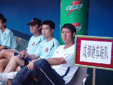 图文:[中甲]广州0-0成都 黎兵指挥比赛