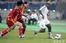 图文:[女足]中国3-2明星联队 双人包夹