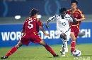 图文:[女足]中国3-2明星联队 王坤阻截不及
