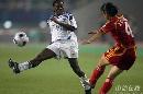 图文:[女足]中国3-2明星联队 翁新芝边路防守