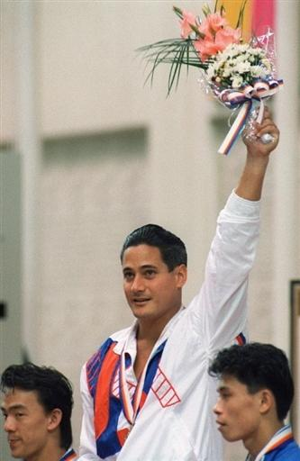 洛加尼斯1998年汉城奥运会蝉联两项冠军