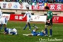 图文:[中超]青岛VS天津 双方队员很受伤