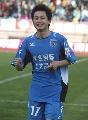 图文:[中超]青岛1-0天津 刘健庆祝进球