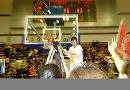 图文:WCBA辽宁85-82八一 剪下篮网庆祝总冠军