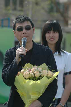"""作为""""创办人荣誉团""""成员,冯小刚出席了大学生音乐节开幕式 康沛 摄"""