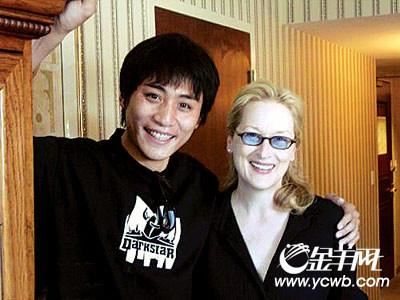 刘烨在新片《暗物质》中饰演枪杀教授和同学的留学生,和最近弗吉尼亚大学枪杀案情节类似。