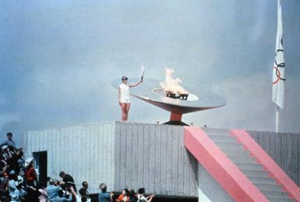开幕式上墨西哥选手点燃奥运火炬