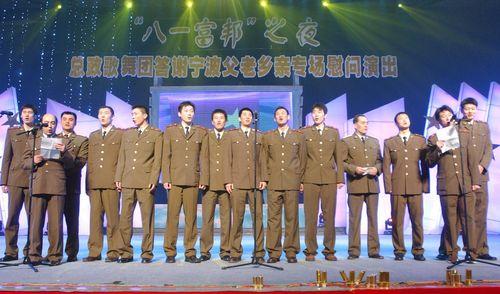 八一队员献歌