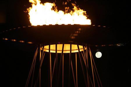 图文:04雅典奥运火炬传递 奥运圣火被点燃