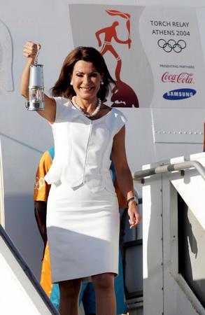 图文:04雅典奥运火炬传递 奥运火种回到希腊