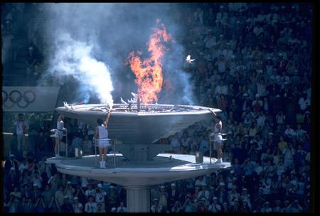 图文:1988汉城奥运火炬传递 开幕式点燃圣火
