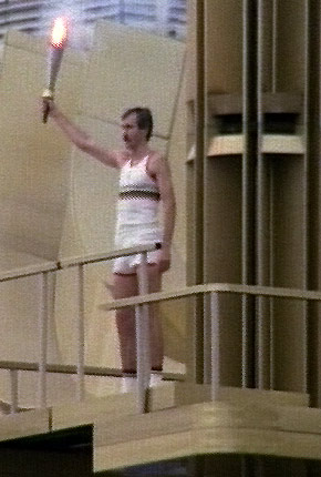 图文:1980年莫斯科奥运会 贝洛夫手持火炬