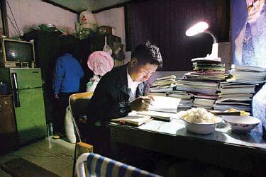 """请个""""老师""""回家   1996年,沈厚平离开家乡江苏高邮,只身来上海,到"""