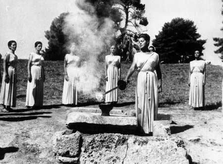 图文:1964年东京奥运会 古圣火采集仪式