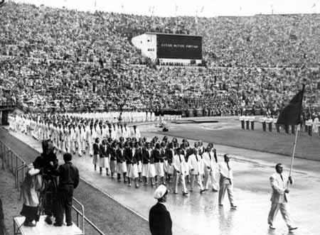 图文:1952赫尔辛基奥运会 开幕式运动员入场