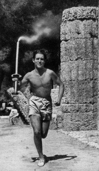 图文:1936柏林奥运火炬 在君士坦丁堡传递