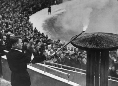 图文:1952年奥斯陆冬奥会 圣火点燃一刻