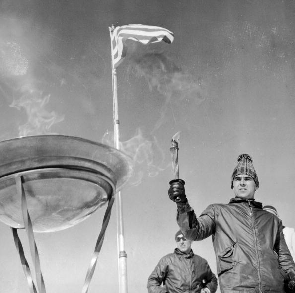 图文:1968年格勒诺布尔冬奥会 圣火熊熊燃烧