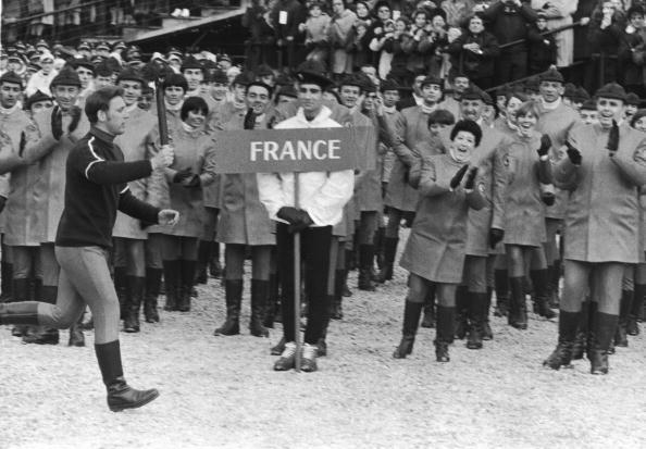 图文:1968年格勒诺布尔冬奥会 火炬手参加接力