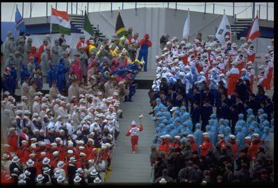 图文:1988年卡尔加里冬奥会 开幕式隆重壮观