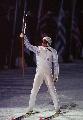 图文:1994年利勒哈默尔冬奥会 火炬手展示