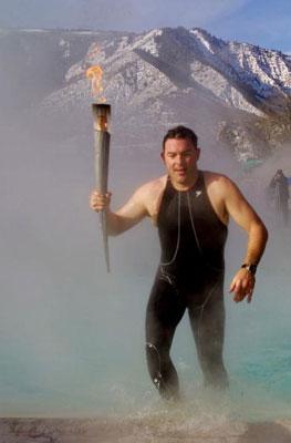 图文:2002年盐湖城冬奥会 圣火沙漠中传递