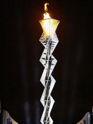 图文:2002年盐湖城冬奥会 火炬台雄伟壮观