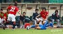 图文:[亚冠]上海申花0-0浦和 科雷亚倒地断球