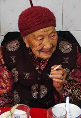 图片说明:黄蜀华婆婆迎来她的百岁大寿