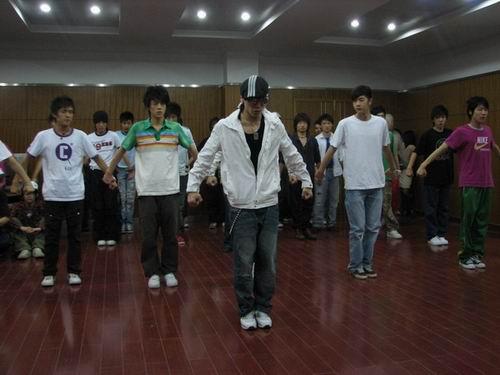 韩国舞蹈教练指导练习