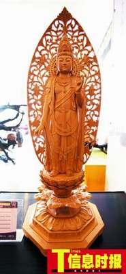"""日本桧木雕的""""圣观音""""神态惟妙惟肖。"""