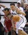 图文:[NBA]火箭vs爵士 海耶斯拼抢威廉姆斯