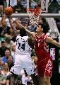 图文:[NBA]火箭vs爵士 姚明阻击米尔萨普