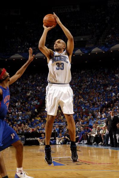 图文:[NBA]活塞三胜魔术  希尔跳投