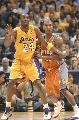 图文:[NBA]湖人胜太阳 科比要位单打