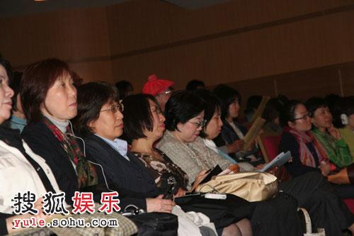 演讲会引来陈凯歌的女性粉丝团