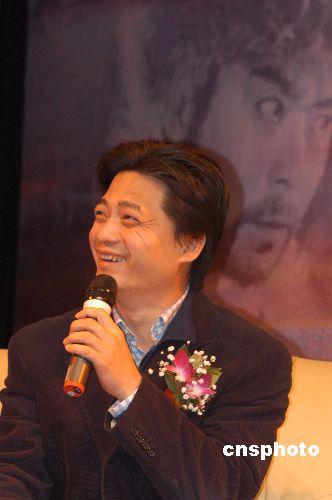 中央电视台《电影传奇》栏目主持人崔永元因言惹祸。 中新社发 徐曦弋 摄