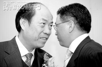 尽管已将股权转让给女儿,但在碧桂园香港上市的当天,久未露面于公共场合的碧桂园创始人杨国强还是作为主角出现了。