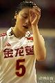 图文:中国女排1比3负广州男排 魏秋月无奈擦眼