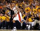图文:[NBA]小牛VS勇士 巴恩斯庆祝进球