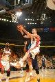 图文:[NBA]小牛VS勇士  毕耶德林斯抢篮板
