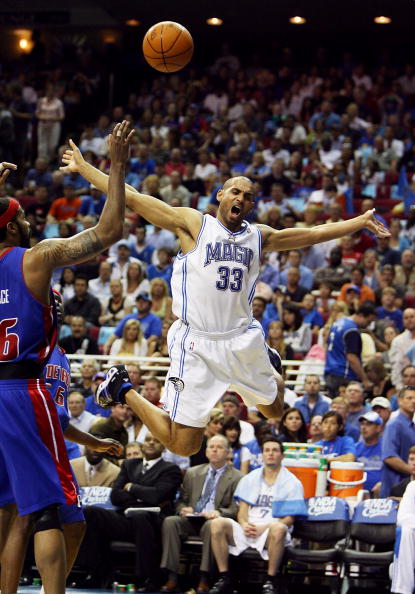 图文:[NBA]活塞胜魔术 希尔遭遇阻击