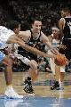 图文:[NBA]马刺vs掘金 吉诺比利带球突破