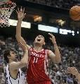 图文:[NBA]火箭vs爵士 奥科阻击姚明