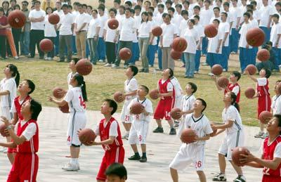 """2007年4月29日北京""""阳光体育运动""""现场启动现场。 来源:CFP"""