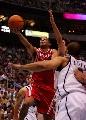 图文:[NBA]火箭vs爵士 巴蒂尔突破上篮